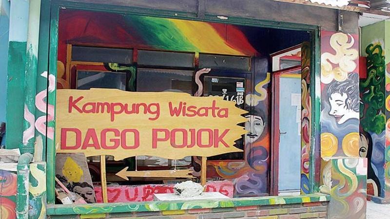 Melihat banyak karya mural di Kampung Kreatif Dago Pojok (foto: Istimewa)