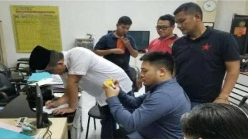Polisi menangguhkan penahanan pilot Lion Air, tersangka penganiaya karyawan hotel (foto: Istimewa)