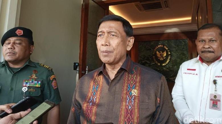 Menteri Politik, Hukum dan Keamanan Wiranto mendukung rencana pertemuan Presiden Joko Widodo dengan Prabowo Subianto. (Foto: detik.com)