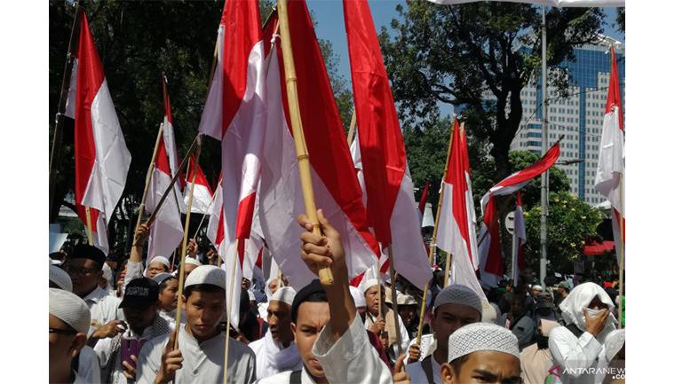 Massa bergerak menuju MK jelang sidang putusan MK, Kamis (27/6) (Sumber foto: Antaranews)