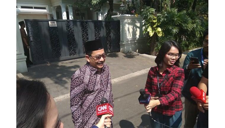 Wakil Ketua Umum MUI Zainut Tauhid saat menyambangi kediaman Ma'ruf Amin di Jalan Situbondo, Menteng, Jakarta, di jelang sidang putusan MK, Kamis (27/6/2019). (Sumber foto: Antara/ Rangga Pandu Asmara Jingga)