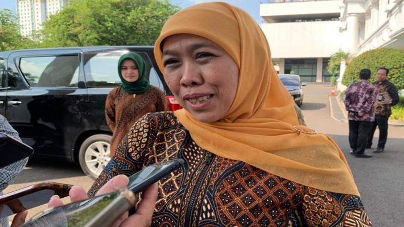 Gubernur Jawa Timur Khofifah Indar Parawansa terus memantau perkembangan kesehatan Wali Kota Surabaya Tri Rismaharini (foto: Antara)