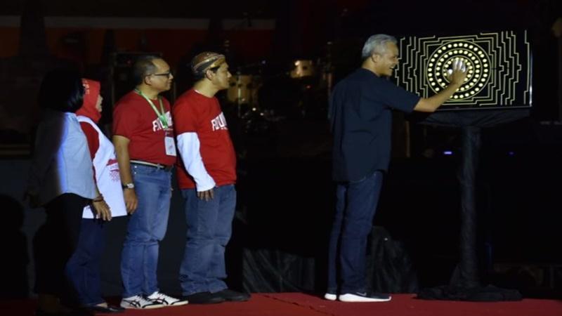 Gubernur Jawa Tengah, Ganjar Pranowo membuka Jateng Fair 2019 pada Jumat malam, 28 Maret (foto: Humas Jateng)