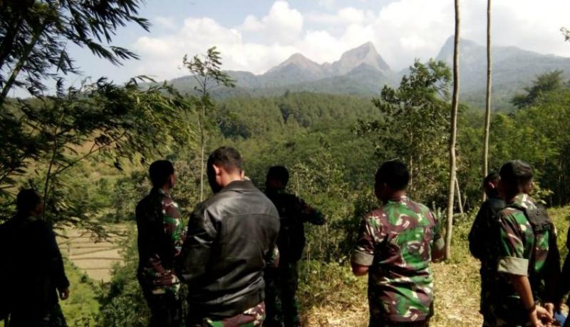 Kodim 0822, Koramil dan Polres Bondowoso ambil alih pencarian pendaki hilang di Bondowoso (Foto : Kodim 0822)