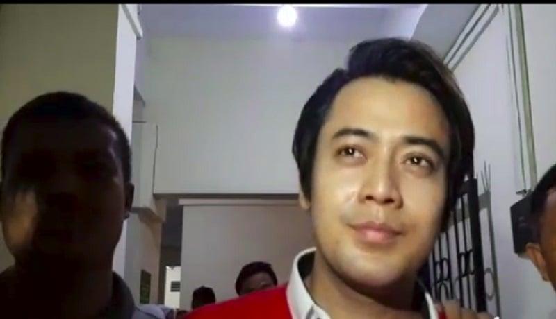 Kriss Hatta usai menjalani sidang di Pengadilan Negeri Bekasi. (ist)