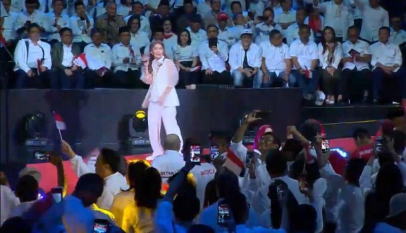 Goyang Ratu Ngebor Inul Daratista hibur penonton Pidato Presiden Jokowi (Foto : Istimewa)