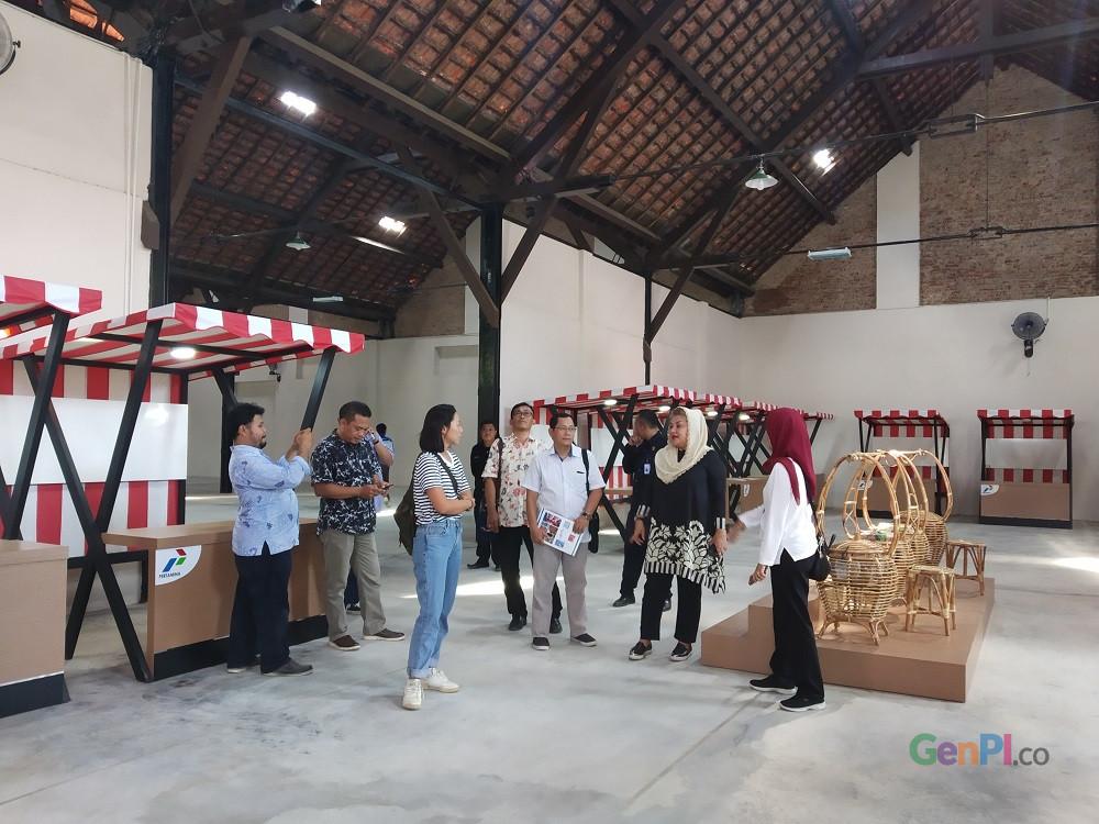 Wakil Walikota Hevearita G Rahayu saat mengecek kesiapan bangunan gudang milik PT PPI yang sudah mulai disulap menjadi Galeri Industri Kreatif untuk menunjang perkembangan wisata di Kota Lama. (Foto: gus Wahid United)