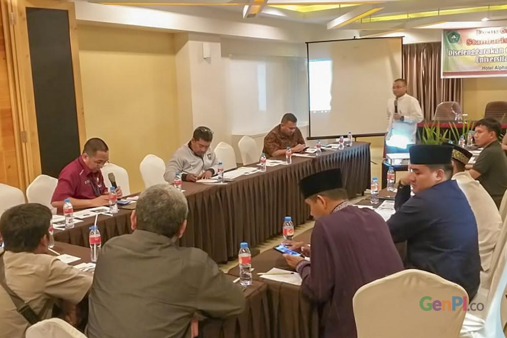 Tim riset Unilak ketika menggelar FGD Standarisasi Wisata Halal di Pekanbaru (Foto: Heru Maindikali)