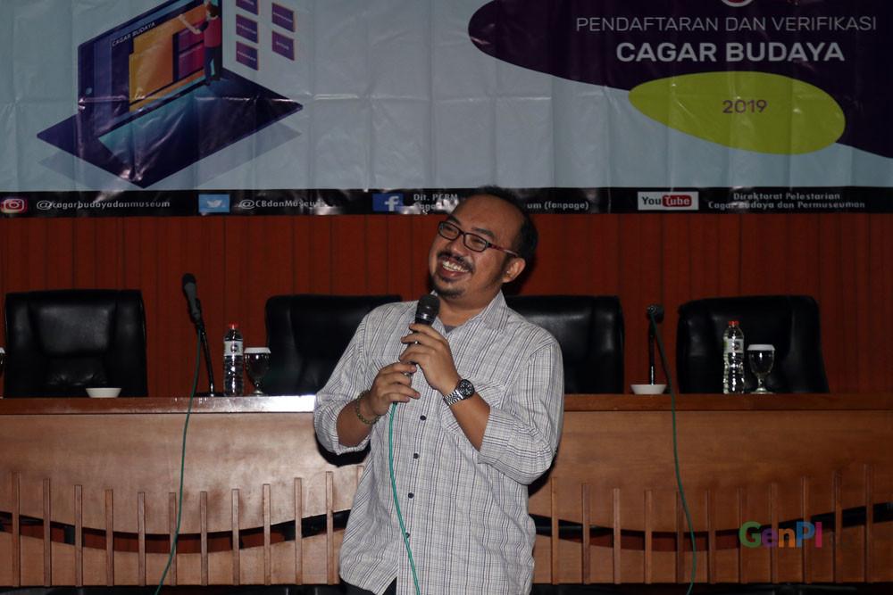 Yosua Adrian Pasaribu saat memberikan materi dalam workshop pendaftaran dan verifikasi cagar budaya.