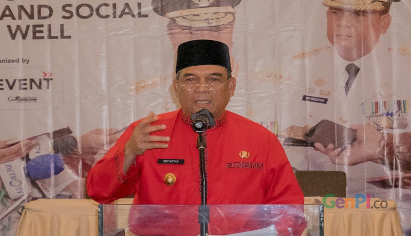 Wakil Gubernur Riau Edy Afrizal Natar Nasution ketika menjadi narasumber di acara Workshop Media and Public Relation di Pekanbaru (Foto Heru / GenPI.co).