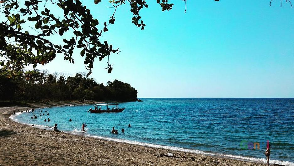 Pantai Kencana, salah satu potensi wisata di Sumbawa, NTB. (Foto: Nyero.id)