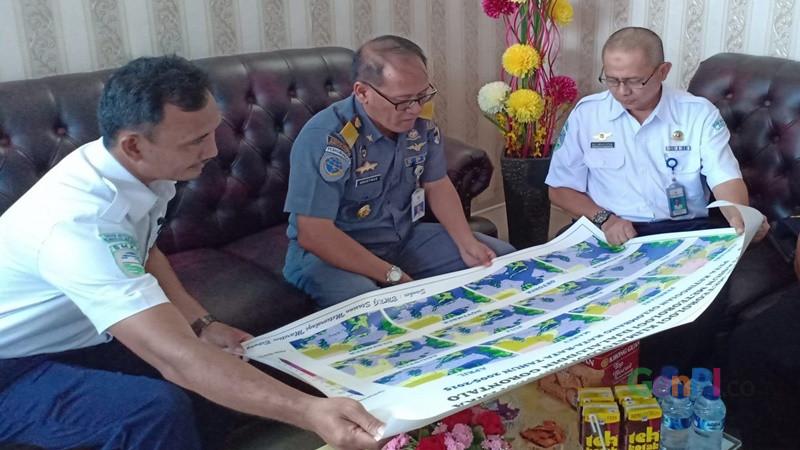 Kunjungan sejumlah pejabat ke Stasiun Meteorologi Kelas I Jalaluddin Gorontalo yang diterima Kepala Stasiun, Mohammad Nurhuda (foto: Rosyid A Azhar)
