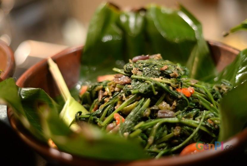 Banyak yang menaggap makan sayur kangkung bisa bikin ngantuk. Benarkah? (Foto: Republika)