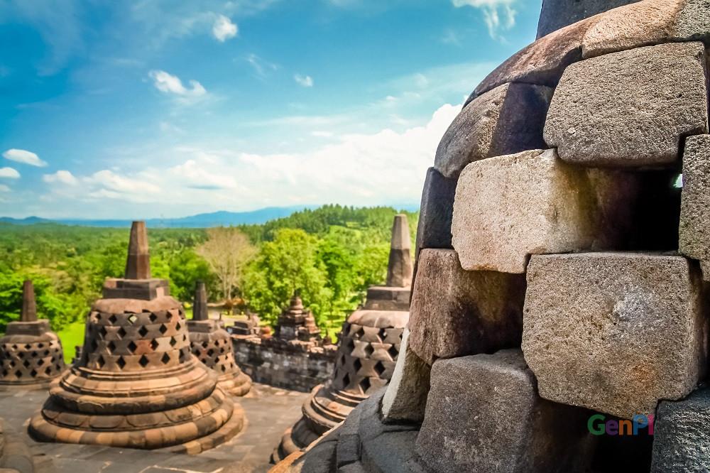 Hatga tiket destinasi wisata Candi Borobudur naik saat libur lebaran. (Foto: Element Envanto)