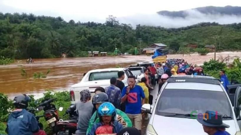 Jalur Trans Sulawesi putus akibat banjir (Foto : Nasarudin)