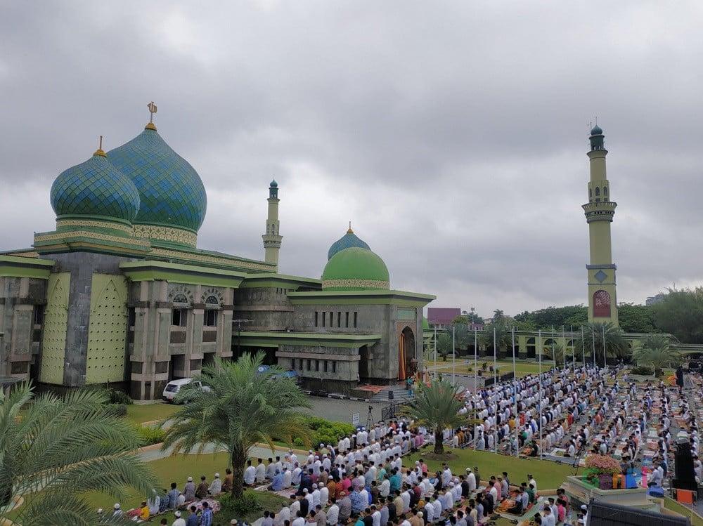 Suasana sholat Idul Fitri 1440 H di Masjid Raya An Nur Pekanbaru (Foto Heru/GenPI.co)