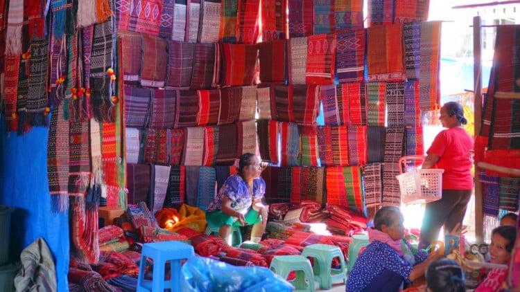 Bukan saja Ulos, berbagai hasil bumi dari Tobasa juga dapat dengan mudah ditemukan di Pasar baliqe.