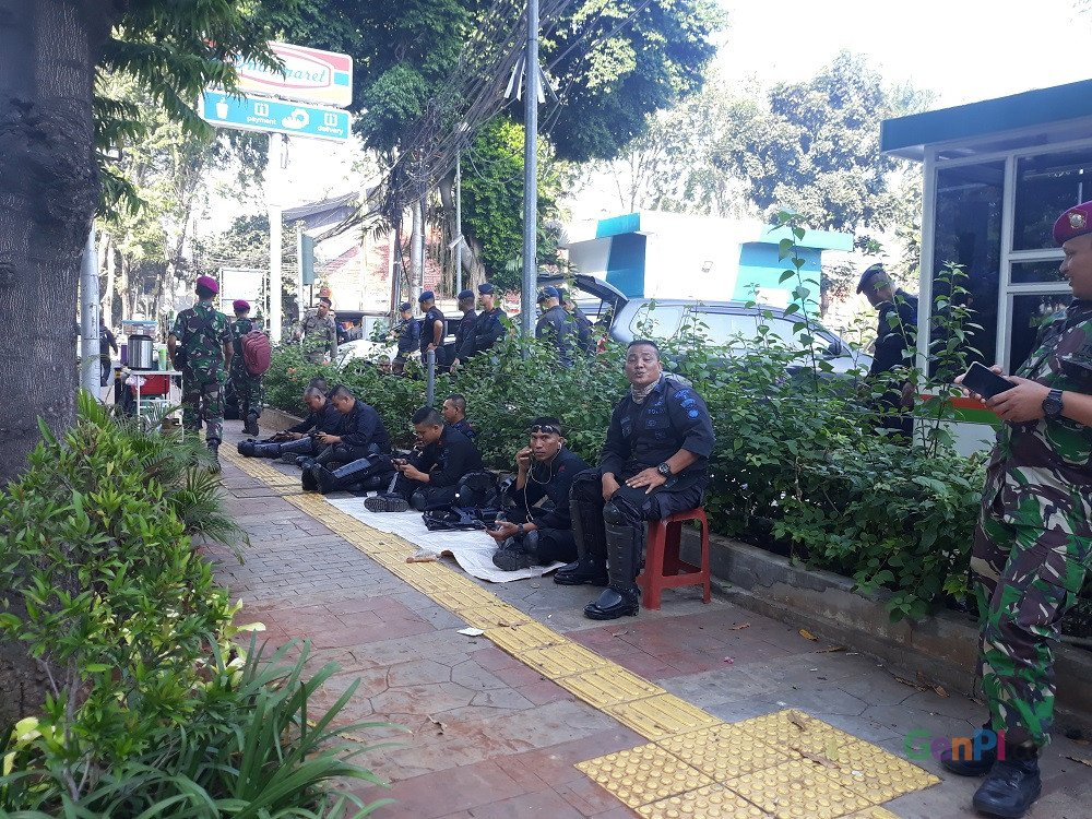 Aparat menjaga ketat Gedung MK jelang putusan sidang sengketa PHPU, Kamis (27/6)