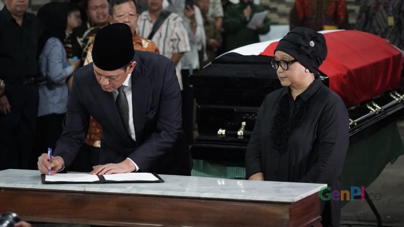 Kepala BNPB Letjen (TNI) Doni Monardo (kanan) akan pimpin upacara pemakaman Sutopo (Foto : Zikri)
