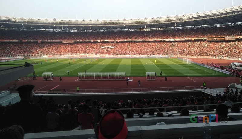 Babak pertama Persija VS Persib berjalan sengit di Stadion Gelora Bung Karno. Foto: Inong Sapta/GenPI.co