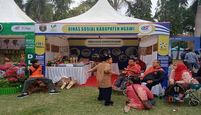 Penyandang disabilitas turut mempamerkan produk unggulannya. Foto: Ariyanto